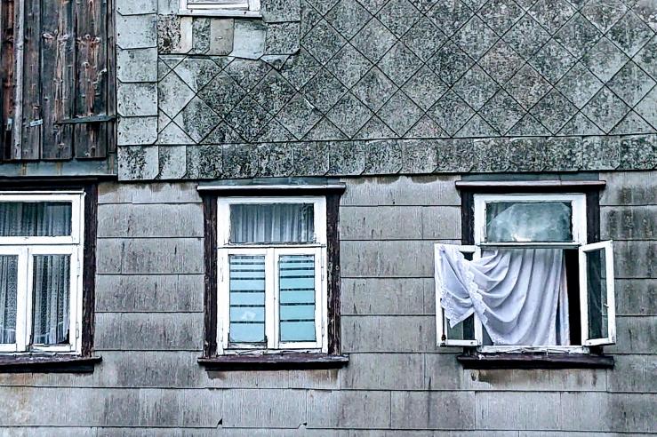 Fenster eines maroden Hauses